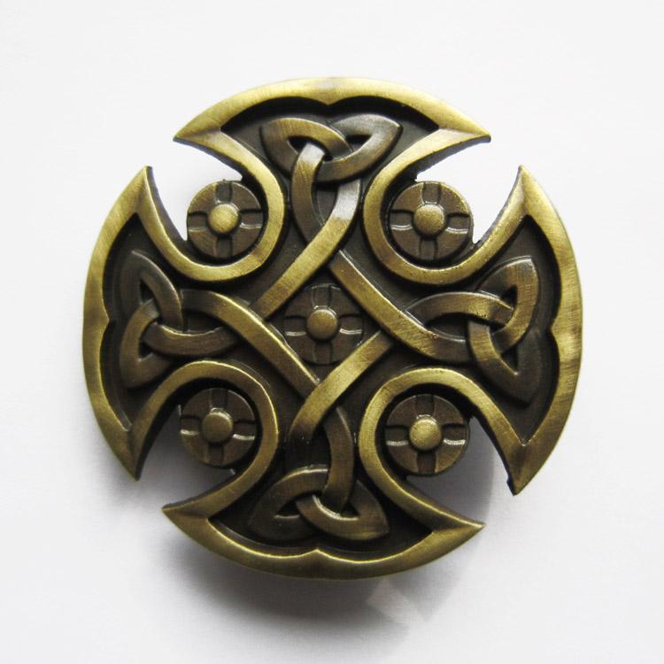 Boucle de ceinture Celtique ronde plaqué bronze. Largeur  7 cm   Hauteur 7  cm. Poids  75 g 1b3670b09be